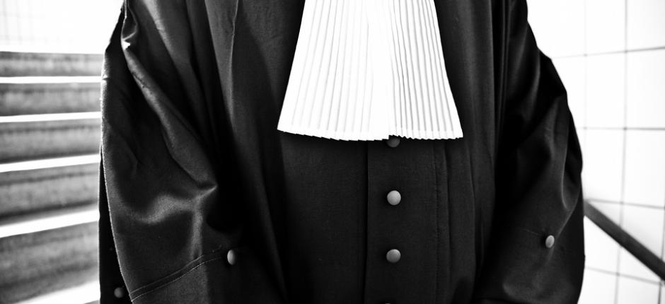 Welkom bij Lokollo Advocatuur Bent u op zoek naar deskundig juridische hulp? Naar iemand die echt naar u luistert? Die tijd vrijmaakt om zaken tot op de bodem uit te zoeken? Dan bent u bij Lokollo Advocatuur aan het juiste adres. Bij Lokollo Advocatuur staat ú centraal. Er wordt ruim[...]